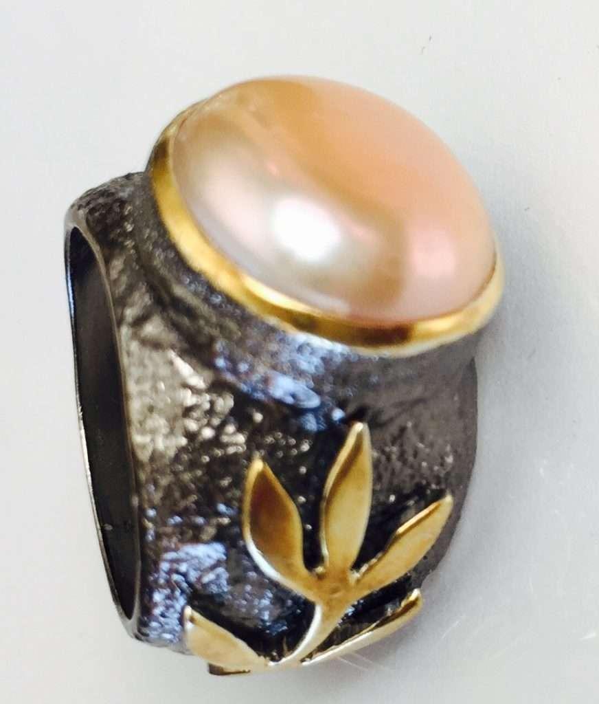 Handmade Peach Pearl Stem Ring