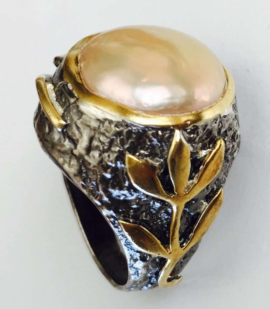 Peach Pearl Stem Ring