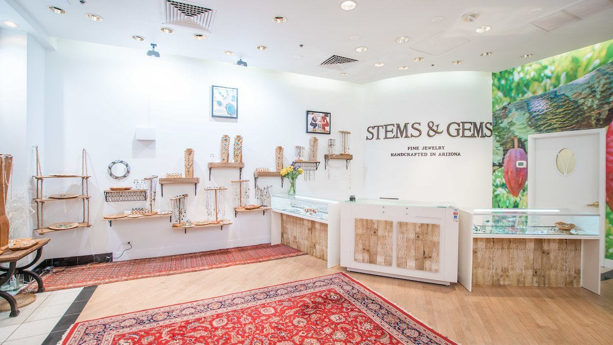 Stems and Gems Fashion Sqaure Mall 3